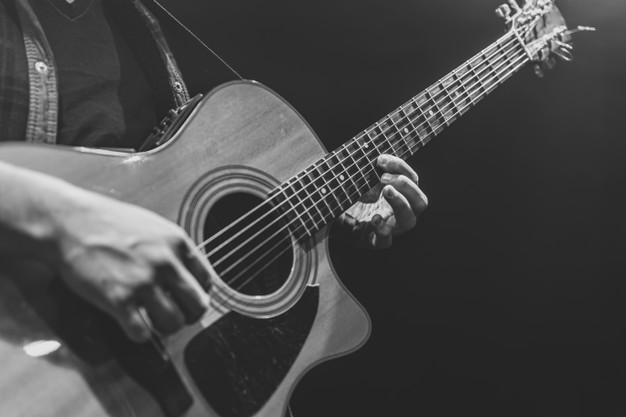 کلاس آموزش گیتار آنلاین از مقدماتی تا پیشرفته
